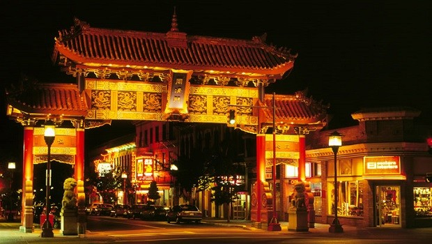 Chinatown-gate-of-harmonius-interest-victoria-british-columbia-cropped 620x350